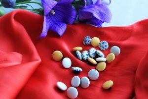 Рубашечный, блузочные пуговицы с цветочным принтом.