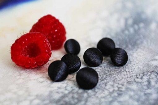 Пуговицы атласные черные блузочные. Большой выбор тканевых пуговиц.