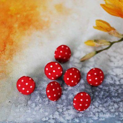 Пуговицы детские красные в горошек для рукоделия для творчества. Мастерская GOODzyky: +38 068 704 06 23