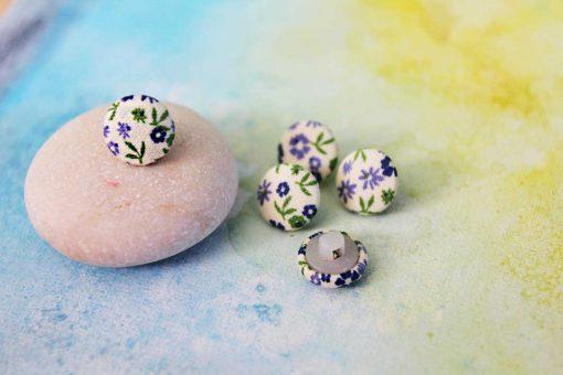 Рубашечные, блузочные пуговицы из ткани с цветочным принтом SPRING. Размер 11.4 мм. Можно купить в Киеве. Обтяжка пуговиц тканью.
