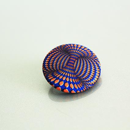 Пуговицы SOLO - арт-пуговицы с принтами. Картинка с эффектом движения.
