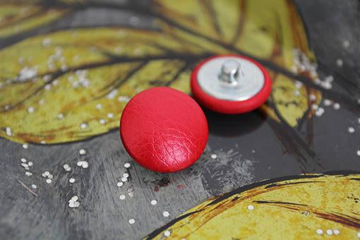 Пуговицы для каретной стяжки. Красный перламутр, цельная ножка, металл. 22 мм