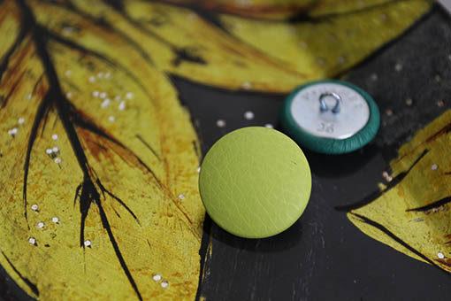 Пуговицы светло-зеленые пиджачные, пальтовые, мебельные. Металлическая ножка