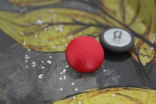 Пуговицы красные перламутровые для одежды, мебели, каретной стяжки. 22 мм.