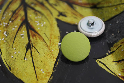 Пуговицы для мебели, одежды светло зеленые. Металлическая ножка. 22 мм.
